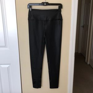 Year Of Ours black shiny leggings sz M 83790